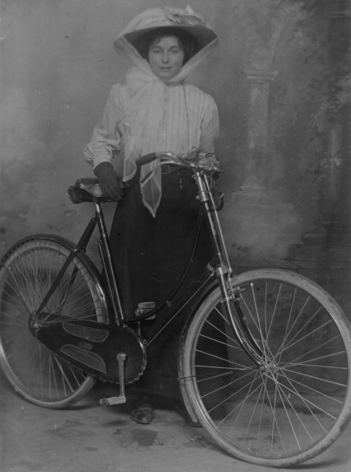 Women And Bikes Urban Simplicty